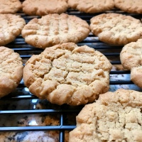 Best Peanut Butter Cookie Recipe! 4 Ingredients...