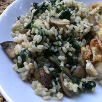 Recipe: Brown Rice with Mushrooms and Spinach - the perfect side dish!